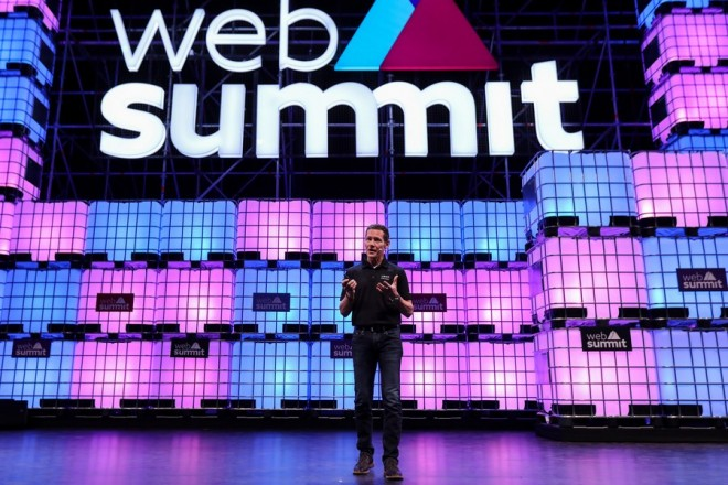 epa06315463 Jeff Holden CPO Uber speaks in the third day the 7th Web Summit in Lisbon, Portugal, 08 November 2017. The annual technology and internet conference attracts over 60,000 attendees from more than 100 countries, according to the organizers.  EPA/MIGUEL A. LOPES