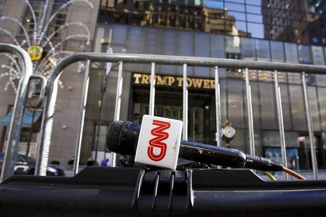 Την «πώληση του CNN» ζητά η κυβέρνηση των ΗΠΑ