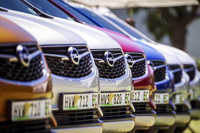 Σε εθελούσιες εξόδους για να κερδίσει την κούρσα του ανταγωνισμού προχωρά η Opel