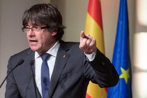 epaselect epa06314349 Ousted Catalan leader, Carles Puigdemont as he speaks to the 'Catalan Mayors in support of the government of Catalonia' conference at BOZAR in Brussels, Belgium, 07 November 2017. Two hundred Catalonia's Mayors have travelled to the Belgium captial to support the Catalan government and its ousted leader, Carles Puigdemont and to explain their view on the crisis between Madrid and Barcelona.  EPA/STEPHANIE LECOCQ
