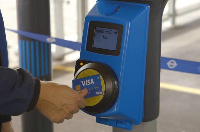 Visa: Με ποιους τρόπους η αλλαγή πληρωμών μπορεί να κάνει καλύτερη την εικόνα των μέσων μεταφοράς