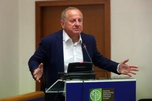 Ο Γρηγόρης Στεργιούλης (Α), Διευθύνων Σύμβουλος, Εκτελεστικό Μέλος Δ.Σ των ΕΛΠΕ, μιλάει πριν την υπογραφή των Συμβάσεων Μίσθωσης για τις χερσαίες περιοχές έρευνας και αξιοποίησης υδρογονανθράκων, Βορειοδυτική Πελοπόννησος και 'Αρτα-Πρέβεζα, Πέμπτη 25 Μαΐου 2017. ΑΠΕ-ΜΠΕ/ΑΠΕ-ΜΠΕ/ΟΡΕΣΤΗΣ ΠΑΝΑΓΙΩΤΟΥ