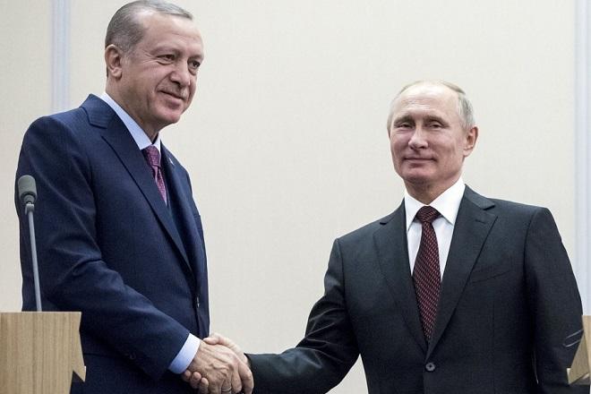 epa06327336 Russian President Vladimir Putin (R) and Turkish President Recep Tayyip Erdogan (L) shake hands during a meeting at the Bocharov Ruchei residence in the Black Sea resort of Sochi, Russia, 13 November 2017. Turkish President is on a working visit to Sochi.  EPA/PAVEL GOLOVKIN / POOL