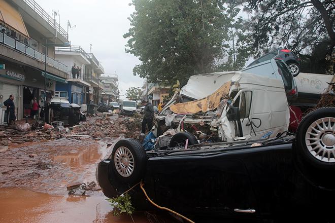 Σημαντικές πειθαρχικές ευθύνες εντοπίζει το πόρισμα για τις φονικές πλημμύρες της Μάνδρας του 2017