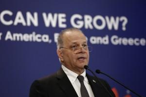 """Ο πρόεδρος της εταιρίας ΜΥΤΙΛΗΝΑΙΟΣ, Ευάγγελος Μυτιληναίος, μιλάει στο συνέδριο του Economist με θέμα: """"Πόσο γρήγορα μπορούμε να αναπτυχθούμε. Ζωτικές ερωτήσεις για την Αμερική, την Ευρώπη και την Ελλάδα"""" στην Αθήνα Δευτέρα 25 Σεπτεμβρίου 2017.  ΑΠΕ-ΜΠΕ/ΑΠΕ-ΜΠΕ/ΓΙΑΝΝΗΣ ΚΟΛΕΣΙΔΗΣ"""
