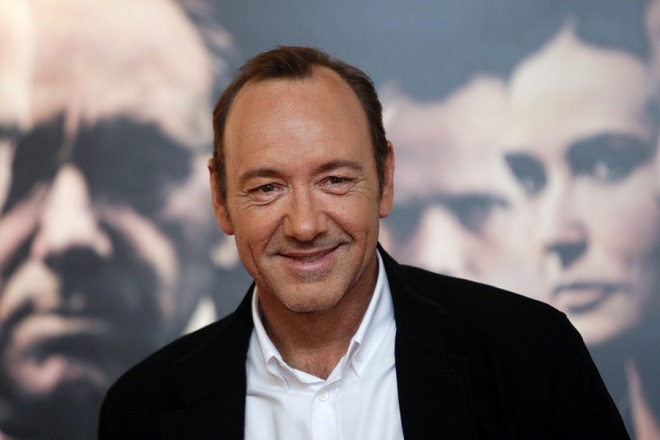epa02937317 US actor/cast member Kevin Spacey arrives at the Oscar Niemeyer International Culture Center in Aviles, Spain, 26 September 2011 for the premiere of 'Margin Call'. The movie by US director J.C. Chandor opens in Spanish theatres on 30 September.  EPA/J.L.CEREIJIDO