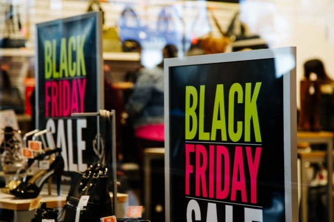 epa05647580 Black Friday banners in a store's window in New York, New York, USA, 25 November 2016. Black Friday is the day following Thanksgiving and the traditional beginning of the Christmas shopping season. In recent years retailers have been opening on Thanksgiving.  EPA/ALBA VIGARAY