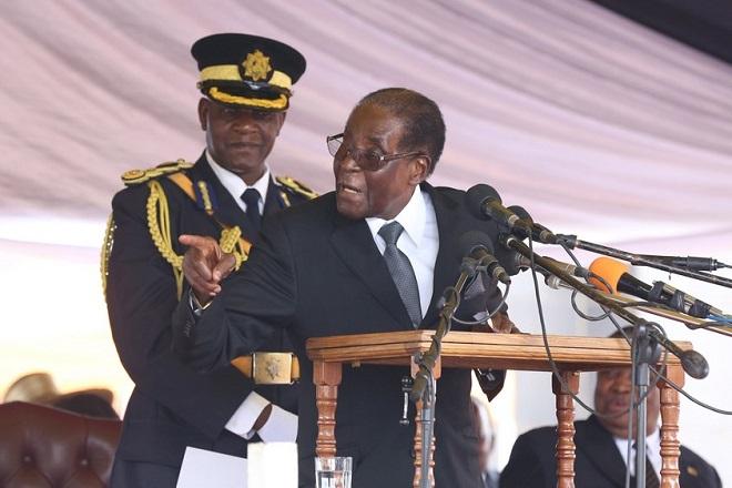 Δεν παραιτείται ο Μουγκάμπε μετά το στρατιωτικό πραξικόπημα στη Ζιμπάμπουε