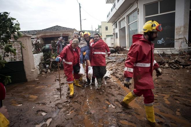 Στους 16 οι νεκροί από τις φονικές πλημμύρες – Σε απόγνωση οι κάτοικοι της Δυτικής Αττικής