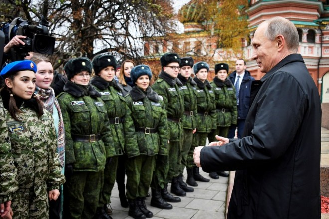 epa06307540 Russian President Vladimir Putin (R) greets young cadets at the monument of Minin and Pozharsky on the Red Square near the Kremlin during the National Unity Day celebrations in Moscow, Russia, 04 November 2017. The monument commemorates Russian Prince Dmitry Pozharsky and merchant Kuzma Minin, who gathered a volunteer army and expelled the forces of the Polish-Lithuanian Commonwealth under the command of King Sigismund III of Poland from Moscow in 1612.  EPA/ALEXANDER NEMENOV / POOL