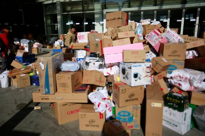 Η καταναλωτική μανία της κινεζικής Ημέρας των Εργένηδων άφησε πίσω της ένα βουνό σκουπίδια
