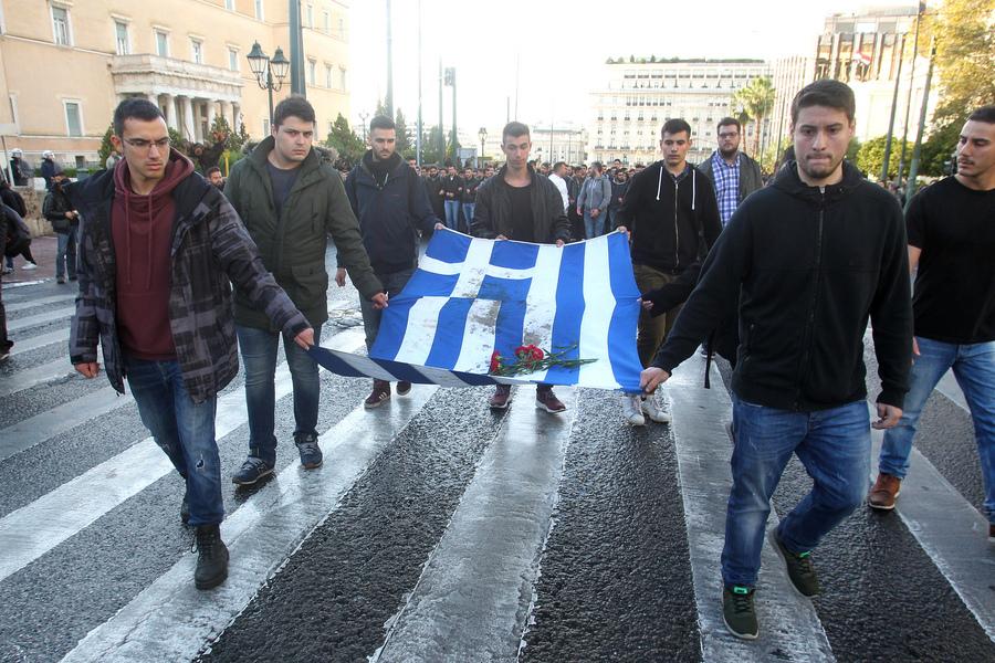 Ολοκληρώθηκε η πορεία με την αιματοβαμμένη σημαία του Πολυτεχνείου