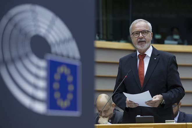 Αλλαγή παραδείγματος στην αναπτυξιακή πολιτική της Ευρώπης ζητά ο πρόεδρος της ΕΤΕπ