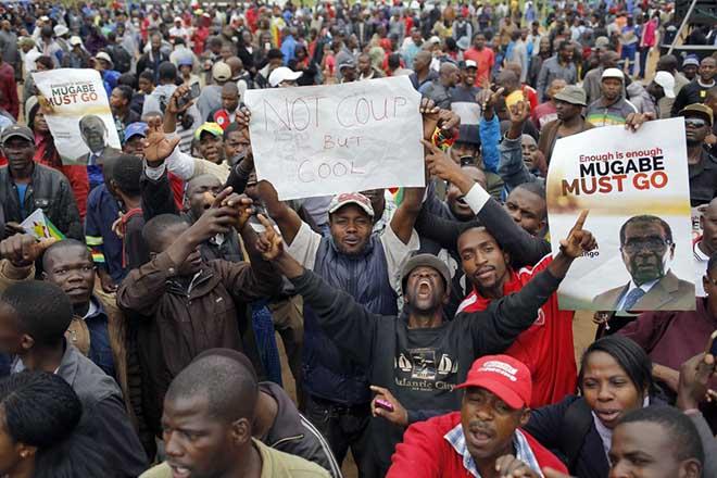 Αρνείται να παραιτηθεί ο Ρόμπερτ Μουγκάμπε παρά τη διορία που έλαβε από το κόμμα του