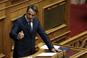 Ο πρόεδρος της ΝΔ Κυριάκος Μητσοτάκης μιλάει στην αναβληθείσα συζήτηση του κυβερνητικού νομοσχεδίου για το Κοινωνικό Μέρισμα στην Ολομέλεια της Βουλής, Δευτέρα 20 Νοεμβρίου 2017. Η συζήτηση που είχε προγραμματιστεί για την περασμένη Πέμπτη, αναβλήθηκε από τον πρόεδρο της Βουλής Ν. Βούτση, μετά από επικοινωνία που είχε με τον πρωθυπουργό Αλ. Τσίπρα, «λόγω του εθνικού πένθους και της ανείπωτης τραγωδίας που έπληξε τη Δυτική Αττική».  ΑΠΕ-ΜΠΕ/ΑΠΕ-ΜΠΕ/ΣΥΜΕΛΑ ΠΑΝΤΖΑΡΤΖΗ