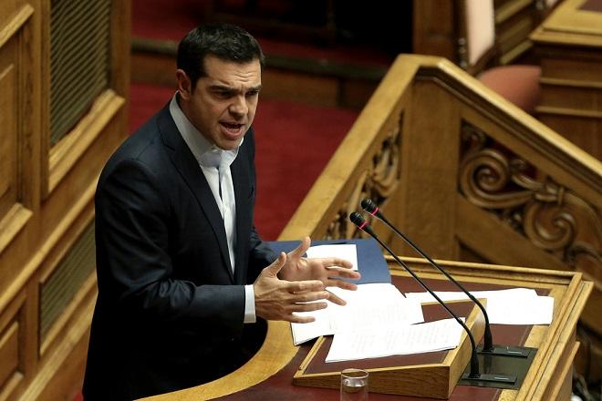Ο πρωθυπουργός Αλέξης Τσίπρας μιλάει στην αναβληθείσα συζήτηση του κυβερνητικού νομοσχεδίου για το Κοινωνικό Μέρισμα στην Ολομέλεια της Βουλής, Δευτέρα 20 Νοεμβρίου 2017. Η συζήτηση που είχε προγραμματιστεί για την περασμένη Πέμπτη, αναβλήθηκε από τον πρόεδρο της Βουλής Ν. Βούτση, μετά από επικοινωνία που είχε με τον πρωθυπουργό Αλ. Τσίπρα, «λόγω του εθνικού πένθους και της ανείπωτης τραγωδίας που έπληξε τη Δυτική Αττική».  ΑΠΕ-ΜΠΕ/ΑΠΕ-ΜΠΕ/ΣΥΜΕΛΑ ΠΑΝΤΖΑΡΤΖΗ