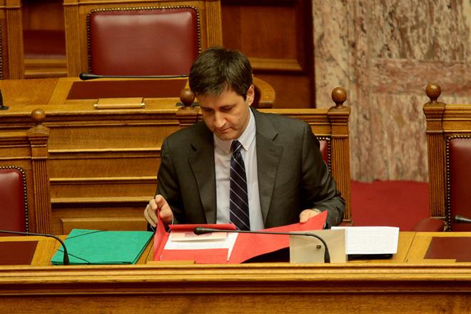 O αναπληρωτής υπουργός Οικονομικών Γιώργος Χουλιαράκης στη συνεδρίαση κατάθεσης του Προϋπολογισμού του 2018 στη Βουλή , Τρίτη 21 Νοεμβρίου 2017. Κατατέθηκε στην Βουλή το προσχέδιο του προϋπολογισμού του 2018. ΑΠΕ-ΜΠΕ/ΑΠΕ-ΜΠΕ/Παντελής Σαίτας