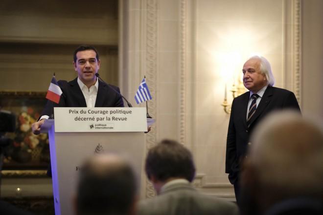 (Ξένη Δημοσίευση) Ο πρωθυπουργός, Αλέξης Τσίπρας (Α) μιλάει κατά την διάρκεια της βράβευσης του από την Επιτροπή της Politique Internationale με το  Βραβείο  Πολιτικού Σθένους (Prix du Courage politique), την Πέμπτη 23 Νοεμβρίου 2017. Ο πρωθυπουργός, Αλέξης Τσίπρας πραγματοποιεί επίσκεψη στο Παρίσι την Πέμπτη και την Παρασκευή. ΑΠΕ-ΜΠΕ/ΓΡΑΦΕΙΟ ΤΥΠΟΥ ΠΡΩΘΥΠΟΥΡΓΟΥ/Andrea Bonetti