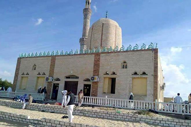 Εκατόμβη νεκρών στην Αίγυπτο μετά την επίθεση ισλαμιστών σε τέμενος στην επαρχία Σινά