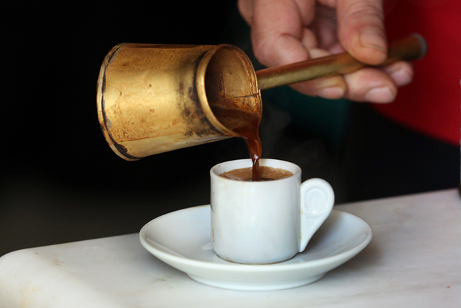 Εκτός του χαμηλού συντελεστή ΦΠΑ ο καφές και τα αναψυκτικά