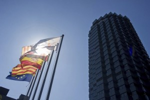 epa06246133 (L-R) European, Catalan, and Spanish flags wave outside the Caixabank headquarters in Barcelona, Spain, 05 October 2017. Catalan saving bank La Caixa-owned financial services company Caixabank announced 05 October 2017 that the entity 'will take the necessary decisions at the right time, to prevail the interests of clients, shareholders and employees'. On the other hand, Bank Sabadell officially announced to the Spanish National Securities Market Commission (CNMV), 05 October 2017, that the bank will meet later in the day to study the possibility of changing its domicile, currently in Catalonia, in the case the regional Government makes a unilateral declaration of independence. If so, the bank could change the entity's domicile to Madrid or Alicante to guarantee the supervision of the European Central Bank (ECB).  EPA/ENRIC FONTCUBERTA