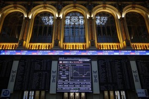 epa06353533 An information panel shows the evolution of the stock market in Madrid, Spain, 27 November 2017. The Spanish index IBEX35 dropped a 0.21 per cent at the start of the trading day down to 10,031.5 points.  EPA/Paco Campos