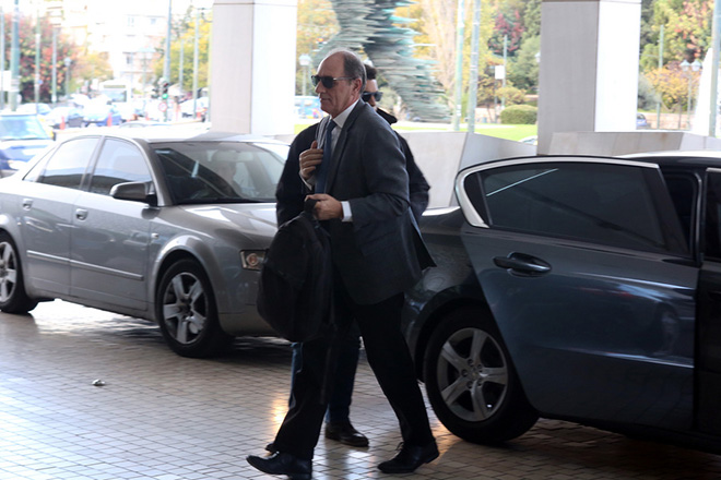 Ο ΥΠΑΝ Γιώργος Σταθάκης φτάνει σε κεντρικό ξενοδοχείο της Αθήνας όπου θα έχει συνάντηση με τους εκπροσώπους των θεσμών. Τρίτη 28 Νοεμβρίου 2017. ΑΠΕ - ΜΠΕ/ΑΠΕ - ΜΠΕ/Αλέξανδρος Μπελτές