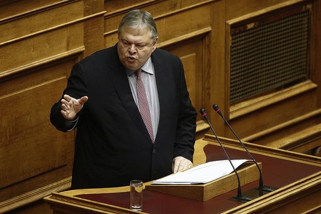 Βενιζέλος: Η κυβέρνηση συνεχίζει «πανηγυρικά» και απόλυτα την πολιτική του 2012