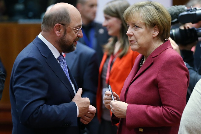 European Parliament President Martin Schulz talks to Germany's Chancellor Angela Merkel (R) during an European Union leaders summit in Brussels October 23, 2014. EU leaders aim to agree a new decade of energy policy to cut climate-warming gas emissions to 2030 at an EU summit on Thursday, but sharp differences over sharing the cost mean a deal will be difficult.   REUTERS/Francois Lenoir (BELGIUM - Tags: POLITICS ENERGY ENVIRONMENT) - RTR4BCHN