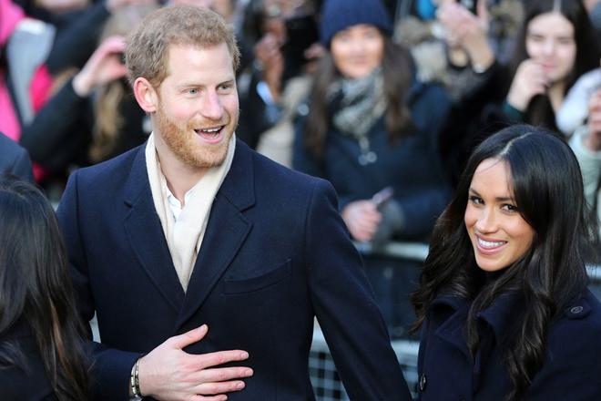 Έκλεψαν την παράσταση πρίγκιπας Χάρι και Μέγκαν Μαρκλ στην πρώτη εμφάνισή τους μετά τον αρραβώνα