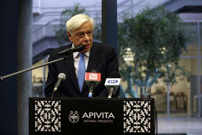 O Πρόεδρος της Δημοκρατίας Προκόπης Παυλόπουλος ,κατά το χαιρετισμό του στη σημερινή του επίσκεψη στις εγκαταστάσεις της Apivita, Παρασκευή 1 Δεκεμβρίου 2017. ΑΠΕ - ΜΠΕ/ΑΠΕ - ΜΠΕ/Αλέξανδρος Μπελτές
