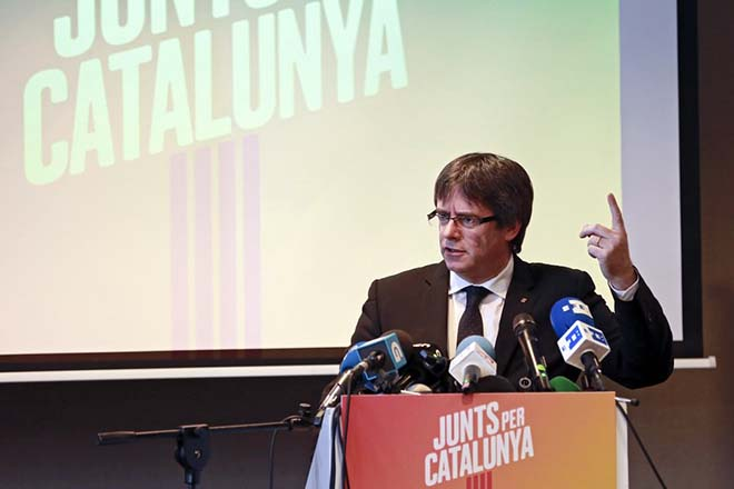 epa06349607 Ousted Catalan leader Carles Puigdemont gives a press conference to lanuch his campaign for the Catalan regional elections, in Oostkamp near Brugge, Belgium, 25 November 2017. Catalan regional elections will be held on 21 December 2017, as the Spanish central government applied article 155 of the Constitution after the regional Parliament declared the unilateral declaration of independence on 27 October 2017. Puigdemont and four of his cabinet members on 30 October fled to Brussels after he was charged by a Spanish court with rebellion, sedition and embezzlement following the unconstitutional 01 October Catalonian independence referendum.  EPA/OLIVIER HOSLET