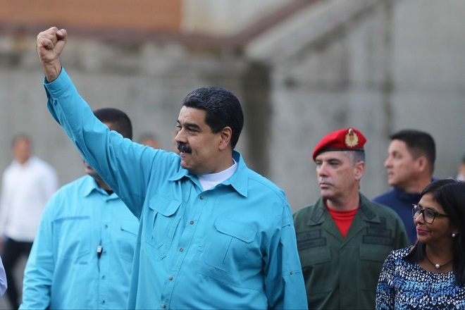 epa06344978 A handout photo made available by the Miraflores Press Office shows Venezuelan President Nicolas Maduro (C) gesturing during a governmental event in Caracas, Venezuela, 22 November 2017, where he announced that he will travel to Madrid, Spain, to take part in the TV show 'Zapeando' of the La Sexta channel.  EPA/MIRAFLORES PRESS OFFICE HANDOUT  HANDOUT EDITORIAL USE ONLY/NO SALES