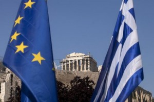 "A European Union flag, left, hangs beside a Greek national flag beneath the Parthenon temple on Acropolis hill in Athens, Greece, on Tuesday, May 1, 2012. It is ""entirely possible"" IMF, EU will refuse to make next payment to Greece if new govt doesn't fulfill its commitments, UBS's Stephane Deo says in note to clients before May 6 elections. Photographer: Simon Dawson/Bloomberg"