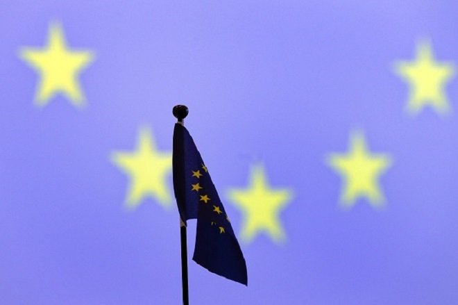 A European Commission flag is pictured on a table before a news conference after their meeting at the ICRC headquarters in Geneva October 28, 2013.  REUTERS/Denis Balibouse (SWITZERLAND - Tags: POLITICS) - RTX14R9C