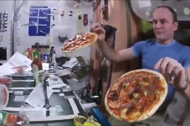 Βίντεο: Έτσι είναι να φτιάχνεις πίτσα στον Διεθνή Διαστημικό Σταθμό