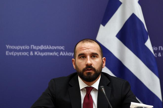 Ο υπουργός Επικρατείας και Κυβερνητικός Εκπρόσωπος  Δημήτρης Τζανακόπουλος μιλάει στο υπουργείο Περιβάλλοντος και Ενέργειας, κατά την διάρκεια της επίσκεψης του πρωθυπουργού Αλέξη Τσίπρα, Τετάρτη 24 Μαΐου 2017. Στο πλαίσιο της επίσκεψης η πολιτική ηγεσία του ΥΠΕΝ θα ενημερώσει τονπρωθυπουργό για τις δραστηριότητες και πρωτοβουλίες του υπουργείου. ΑΠΕ-ΜΠΕ/ΑΠΕ-ΜΠΕ/ΑΛΕΞΑΝΔΡΟΣ ΒΛΑΧΟΣ