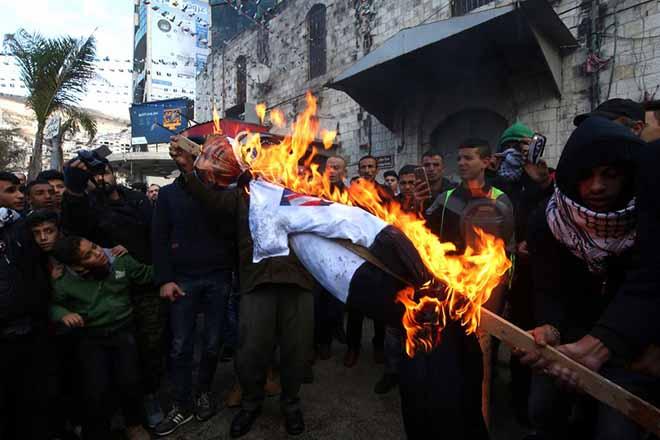 Φλέγεται η Μέση Ανατολή – Κάλεσμα της Χαμάς για νέα Ιντιφάντα μετά την απόφαση Τραμπ για την Ιερουσαλήμ