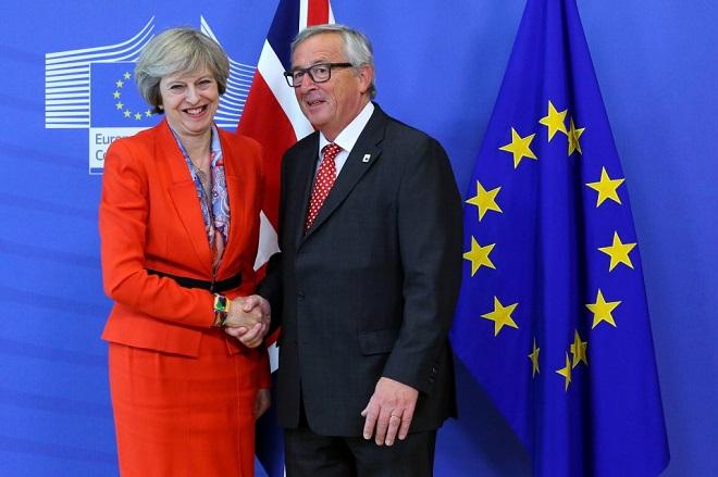 Γιούνκερ: Δεν θα σταθεί η Ευρωπαϊκή Ένωση εμπόδιο στο Brexit