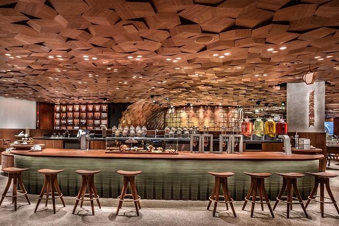 Άνοιξε τις πόρτες του το μεγαλύτερο κατάστημα Starbucks του κόσμου