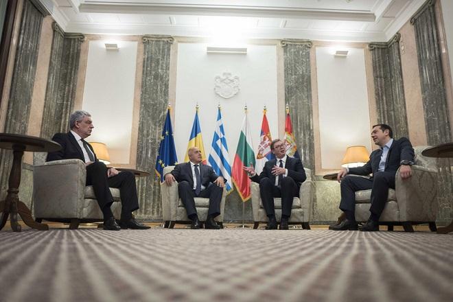 Ο πρωθυπουργός της Ρουμανίας, Μιχάι Τουντόσε (Α), ο πρωθυπουργός της Βουλγαρίας, Μπόικο Μπορίσοφ (2Α), ο Πρόεδρος της Σερβίας, Αλεξάνταρ Βούτσιτς (3Α) και ο πρωθυπουργός της Ελλάδας, Αλέξης Τσίπρας (4Α), συνομιλούν κατά τη δεύτερη ημέρα της τετραμερής συνόδου Ελλάδας-Βουλγαρίας-Σερβίας-Ρουμανίας, στο προεδρικό μέγαρο του Βελιγραδίου, Σερβία, Σάββατο 9 Δεκεμβρίου 2017. ΑΠΕ-ΜΠΕ/ΓΡΑΦΕΙΟ ΤΥΠΟΥ ΠΡΩΘΥΠΟΥΡΓΟΥ/Andrea Bonetti