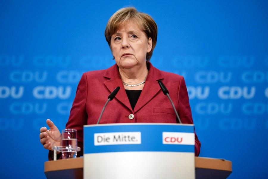Μέρκελ: «Ναι» σε συνεργασία με τον Σουλτς, «όχι» σε κυβέρνηση μειοψηφίας