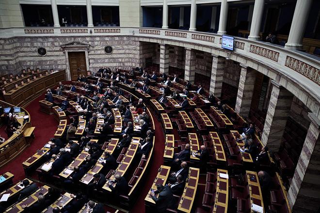 Βουλευτές συμμετέχουν στη συζήτηση στην Ολομέλεια της Βουλής για την κύρωση του Κρατικού Προϋπολογισμού οικονομικού έτους 2018, Αθήνα, Δευτέρα 11 Δεκεμβρίου 2017. ΑΠΕ-ΜΠΕ/ΑΠΕ-ΜΠΕ/ΣΥΜΕΛΑ ΠΑΝΤΖΑΡΤΖΗ