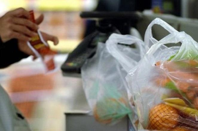 Πόσο μειώθηκε η χρήση πλαστικής σακούλας στα σούπερ μάρκετ;