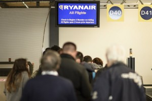 epa05847732 Travellers wait in front of the Ryanair counter during a strike of ground staff at the airport Schoenefeld in Schoenefeld, Germany, 14 March 2017. Ground staff at the Berlin airports in Tegel and Schoenefeld went on strike demanding a raise of their hourly wages. Ryanair is suspected to work with strikebreakers.  EPA/CLEMENS BILAN