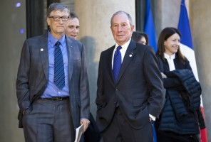 epa06384034 Special envoy to the United Nations for climate change Michael Bloomberg (R) and Philanthropist and co-founder of the Microsoft Corporation Bill Gates (L) arrive for a meeting of philanthropists at the Elysee Palace as part of the One Planet Summit held in Paris, France, 12 December 2017. The One Planet Summit takes place on 12 December, two years after Paris Agreement.  EPA/IAN LANGSDON