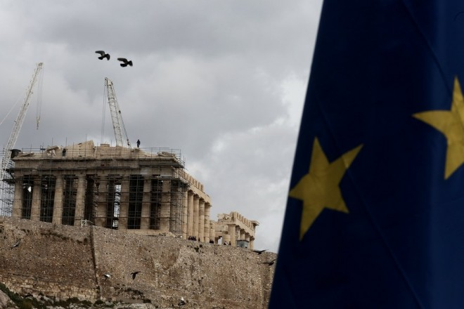 epa05834815 The flag of European Union waves in front of the Parthenon Temple on Acropolis Hill in Athens, Greece, 07 March 2017. Greece's GDP contracted at rate of 1.2 percent in the 4th quarter of 2016 relative to the third quarter of the same year and 1.1 percent in relation to the fourth quarter of 2015, according to figures released by Eurostat on 07 March. In the same period, the Eurozone's total GDP increased 0.4 percent relative to the third quarter of 2016 and 1.7 percent relative to the fourth quarter of 2015. For the 28 European Union countries as a whole, the increase relative to the third quarter 2016 was 0.5 percent and the increase on an annual basis was 1.9 percent. The increase was driven mainly by higher consumer spending. Greece was the only EU country to experience recession in that period.  EPA/SIMELA PANTZARTZI