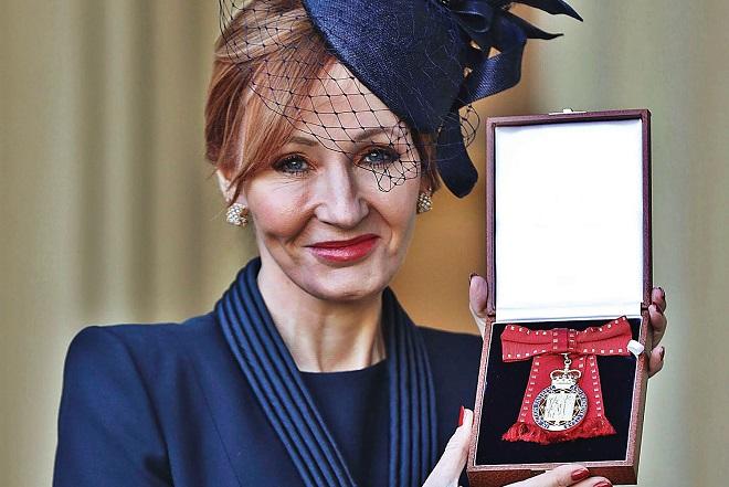 Βασιλική τιμή για την Τζ. Κ. Ρόουλινγκ