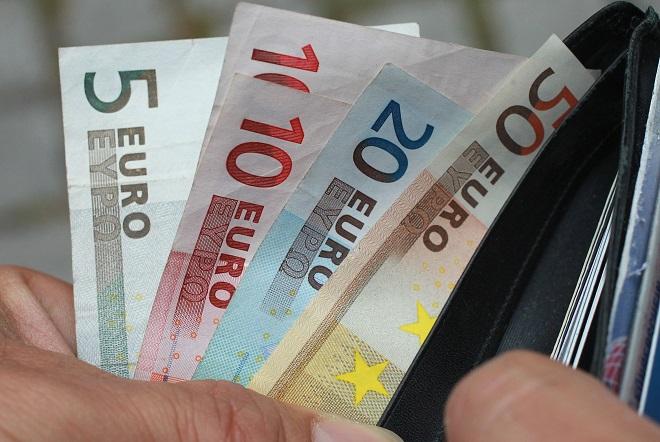 Έξτρα επίδομα με τη μορφή «δώρου Πάσχα» εξετάζει η κυβέρνηση για Δημόσιο και συνταξιούχους