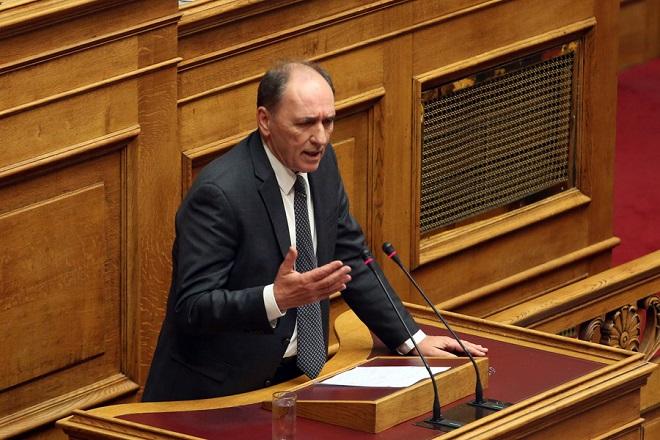 Ο υπουργός Περιβάλλοντος και Ενέργειας Γιώργος Σταθάκης μιλάει στην Ολομέλεια της Βουλής στη  συνέχεια της συζήτησης για τον Προϋπολογισμό του Κράτους για το 2018, Δευτέρα 18 Δεκεμβρίου 2017. ΑΠΕ-ΜΠΕ/ΑΠΕ-ΜΠΕ/Αλέξανδρος Μπελτές